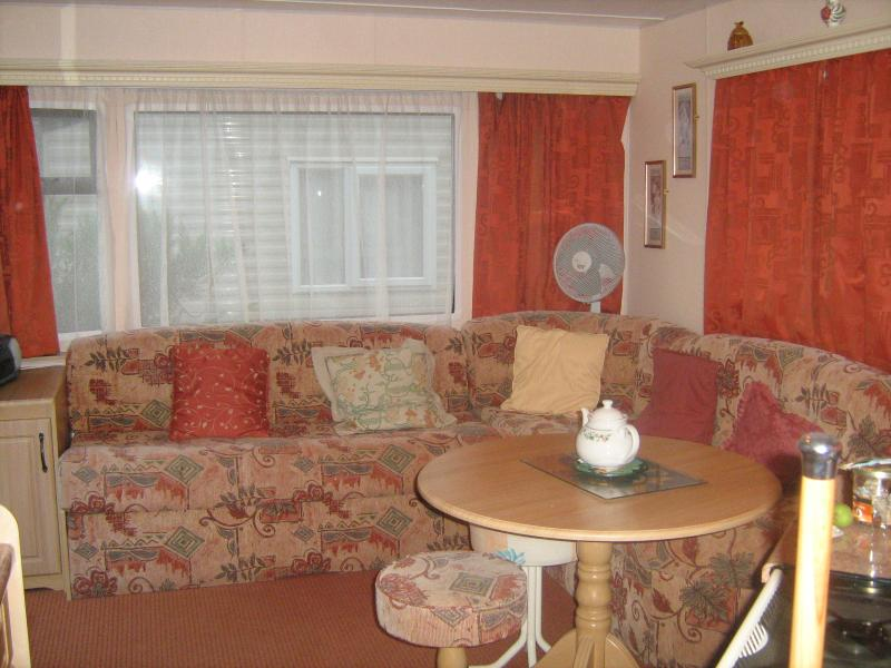 Longe area with comfortable seating