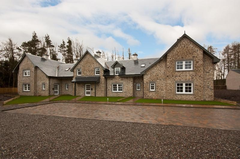 front of Strathearn showing parking