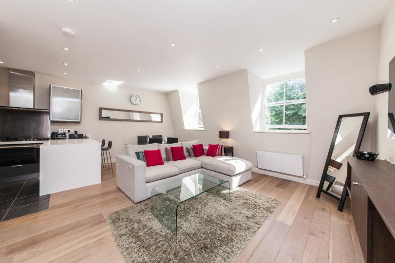 Lovely Notting Hill Apartment, vacation rental in London