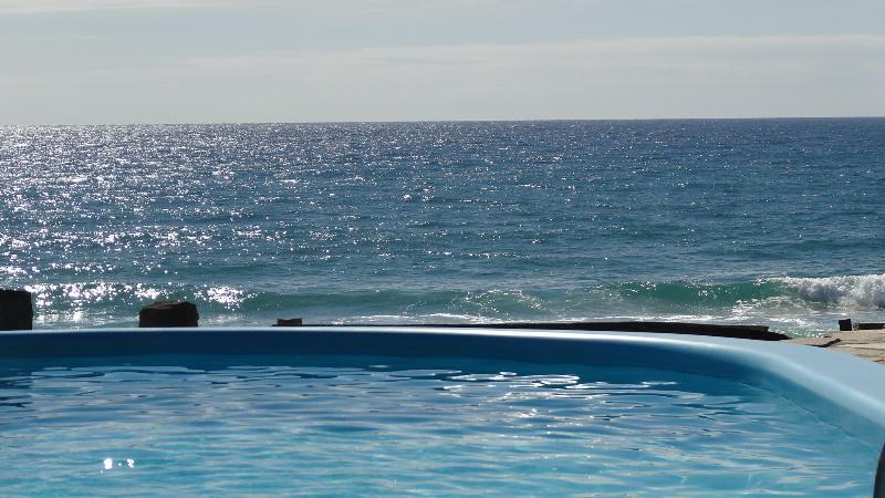 piscina al oceano