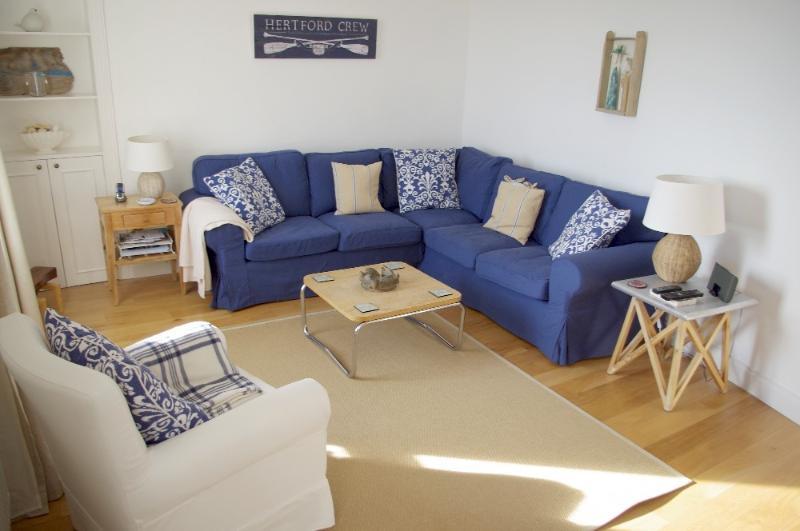 Seaside cottage - furnished with plenty of comfy seating