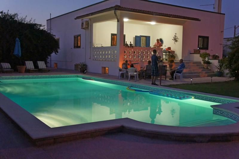 Beachside villa with large (12m x 6m)pool surrounded by patio and garden areas. Perfect,day or night