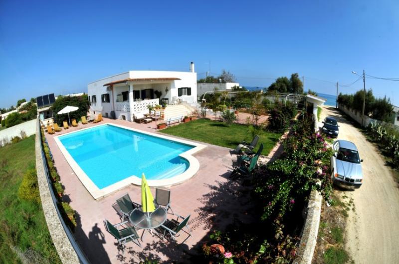 Seaside Puglia holiday villa with large heated pool