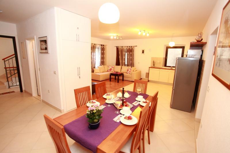 dining room apartment 2