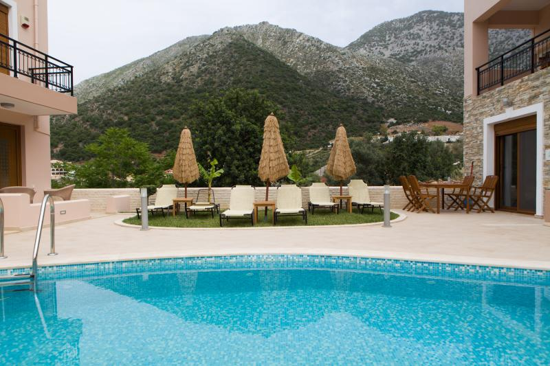 Sharing swimming pool,free sunbeds and towels.Villa is built amidst olive ,orange groves