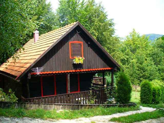 Casa rural vista lateral