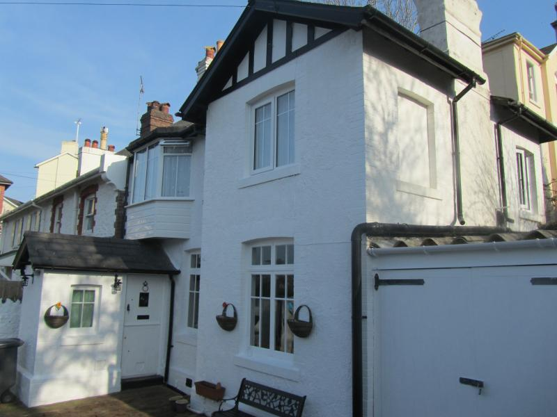 Kents Cottage Secure, private, sunny courtyard with patio furniture and BBQ