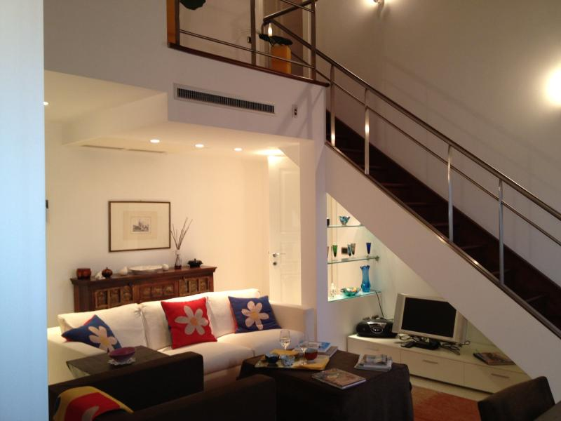 Hall et escalier qui mène à l'étage