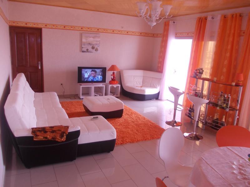 SILHOUETTES APPARTS YAOUNDE SANTA BARBARA, alquiler de vacaciones en Yaounde