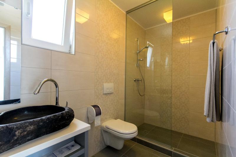 Twin Room - Bath
