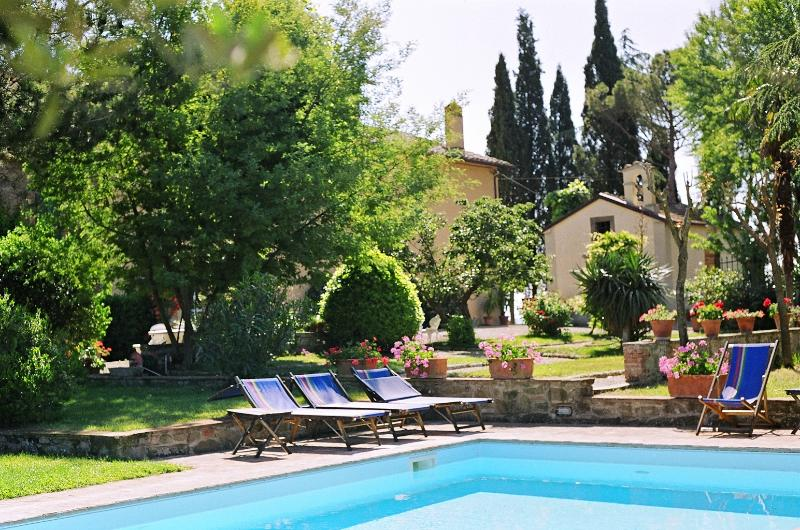 Villabugiana two cozy cottages with garden and pool in panoramic position