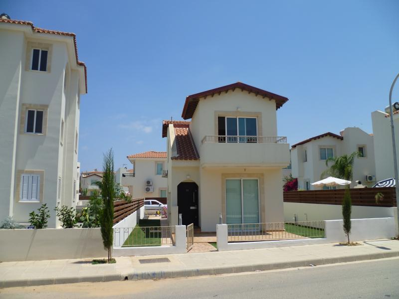 fresh looking clean villa ,very nice location ,5 min walk to the beach and town