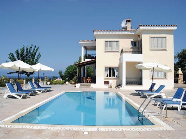 VILLA DEMETRA (4 ensuite bedrooms,WI-FI, BBQ,Swim.pool, Stunning View, privacy), aluguéis de temporada em Argaka