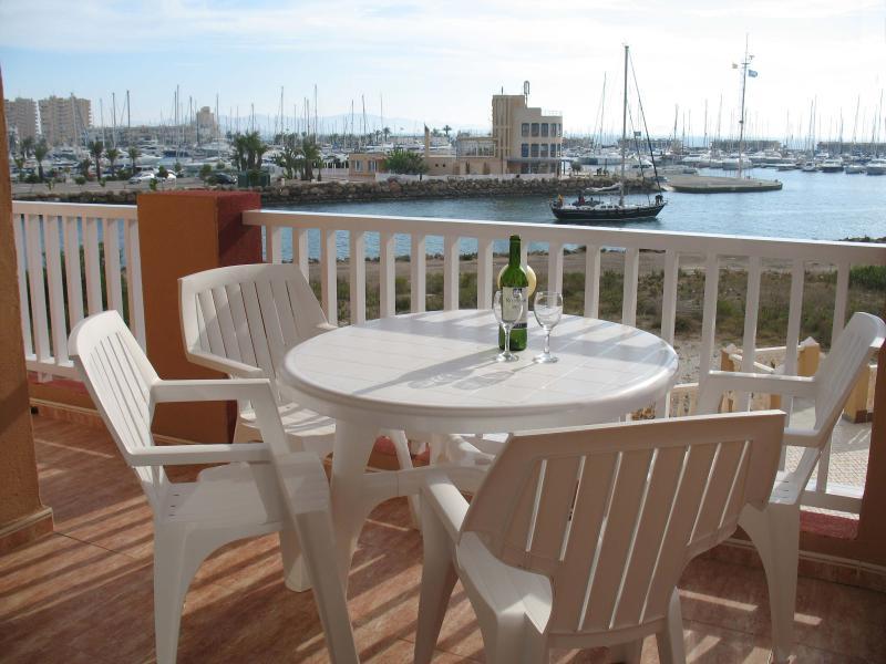 Vista da varanda de frente para sul sobre a marina, o Mar Menor e Med