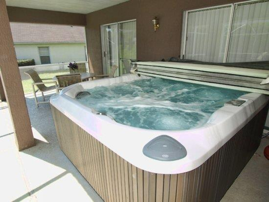 Extra large hottub for relaxing after a long day at the parks!