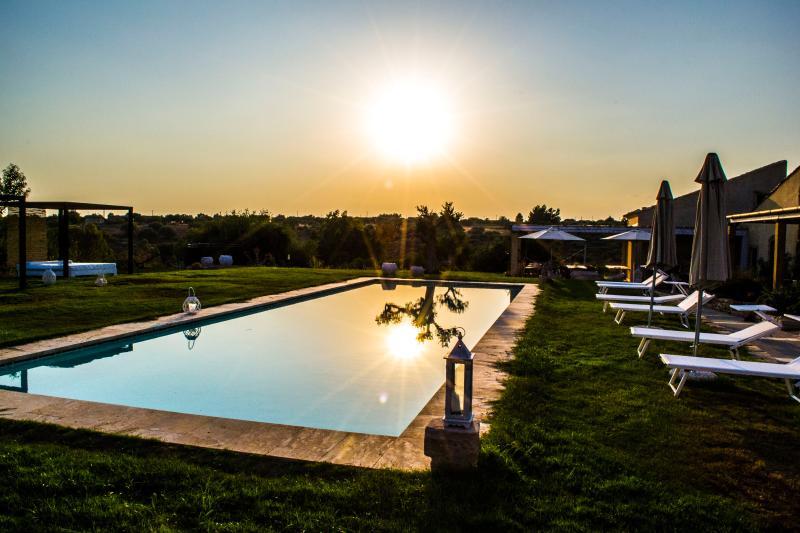 piscina tramonto