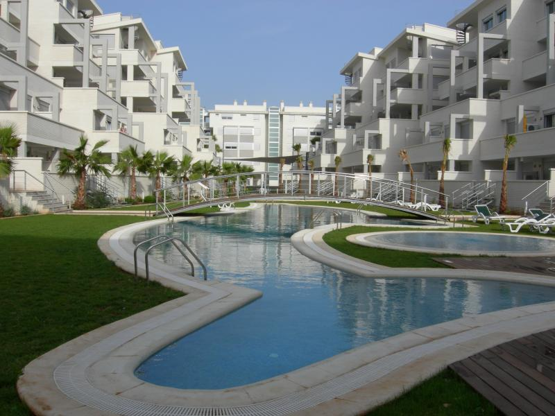 Quality complex of superior apartments, facilities and all amenities just a short walk away