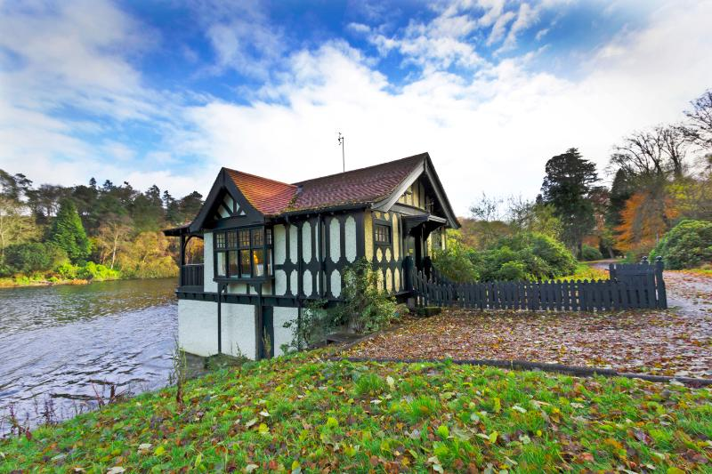 The Beautiful Boathouse on Dundas Castle Loch