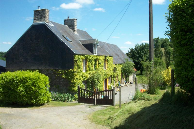Le Hamel Roger, the main farmhouse and Kestrel Cottage.