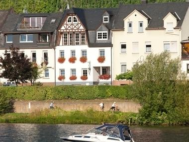My Europe Base - Mosel Balcony, vacation rental in Enkirch