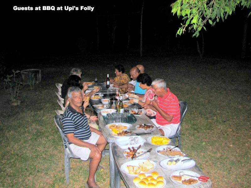 Die Gäste BBQ auf dem Rasen