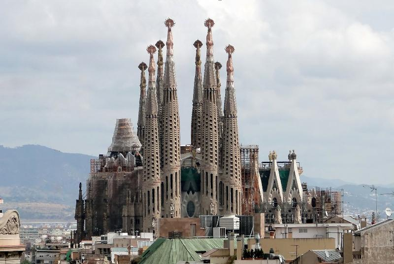 Sagrada Familia just 5 minutes walk from the apartment