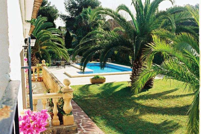 Delightful luxury 3-bed villa with pool, prestigious area, WIFI, near beach, Ferienwohnung in Javea