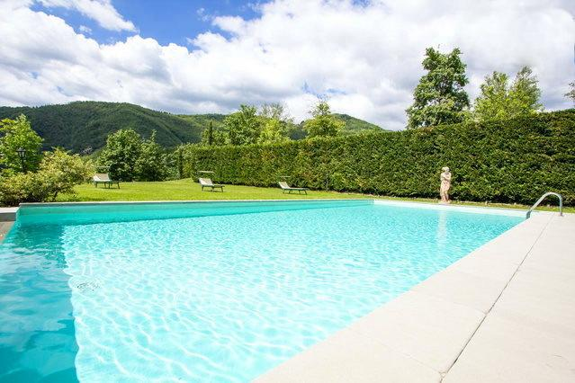 Country villa (9 sleeps) with 12x6 mt pool, alquiler de vacaciones en Castelnuovo di Garfagnana