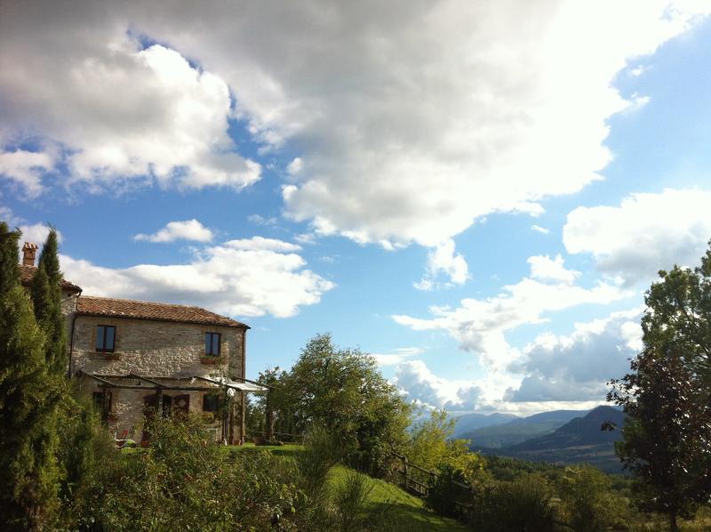 B&B Volti di Pietra - Country house in Le Marche, alquiler vacacional en Pergola