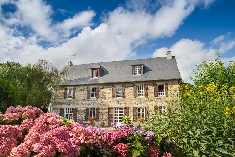 La Germainiere farmhouse, private pool & gardens, vacation rental in Saussey