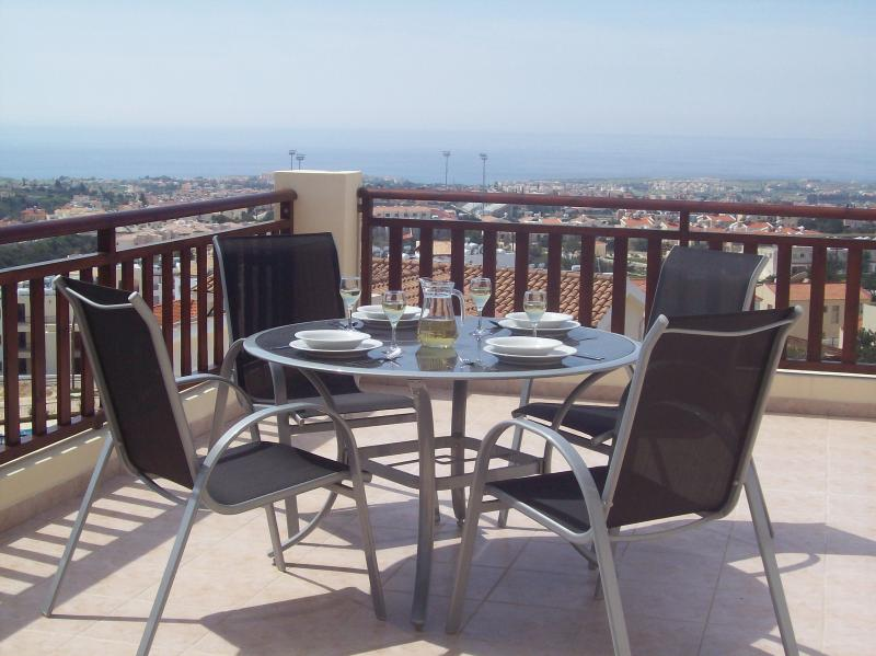 Luxury Apartment With Stunning Panoramic Views, vacation rental in Peyia