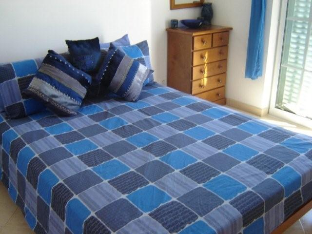 2 bed villa with pool & wifi - Manta Rota monthly stays welcome, holiday rental in Ribeira da Gafa