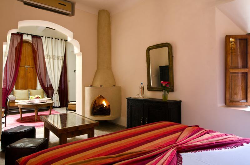 Douiria suite, grande salle familiale peut accueillir 1 à 4, feu ouvert...