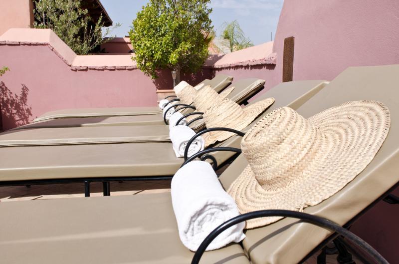 Toit-terrasse, transats et douche...