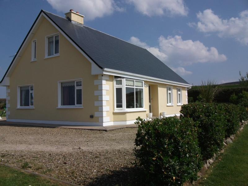 Lighthouse View, Belmullet, panoramic sea views, alquiler vacacional en Broadhaven