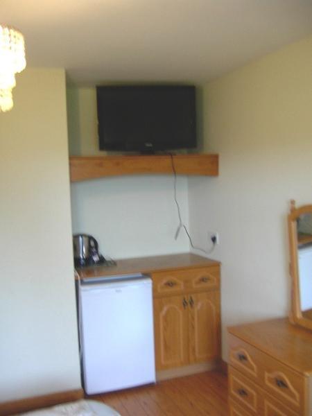 32 inch TV/DVD combi (and fridge) bedroom 2