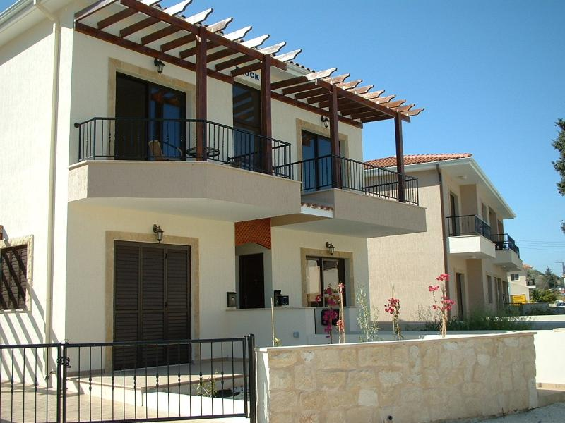 Pissouri apartment FREE CANCELLATION for up to 14 days notice., holiday rental in Anoyira