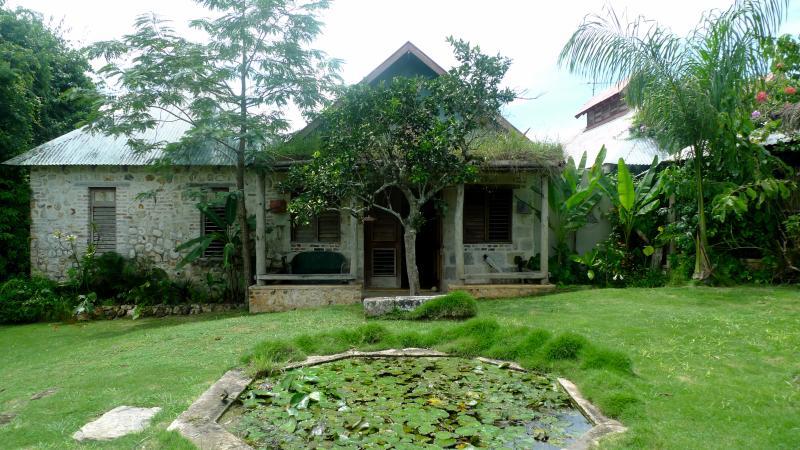 Two Harts bedroom garden