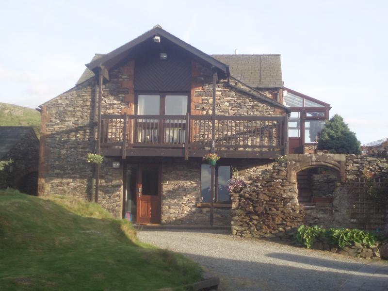 The barn. Tyan is the upper floor and has balcony and conservatory