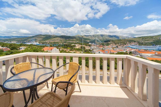 Apt Pomet, 7min from the beach, vacation rental in Dubrovnik