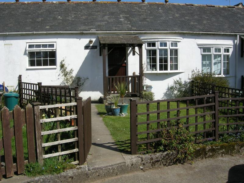 Cadgwith cottage welcomes you