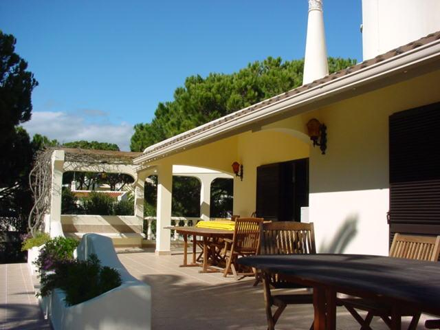 Villa Cacador, Ferienwohnung in Quarteira