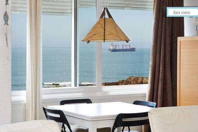 Amazing seafront view, holiday rental in Cascais