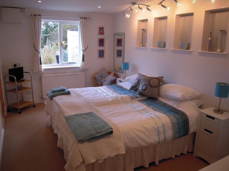 Skybers spacious en-suite bedroom