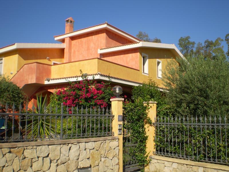 CASTIADAS casa vacanza monolocale, alquiler vacacional en San Priamo
