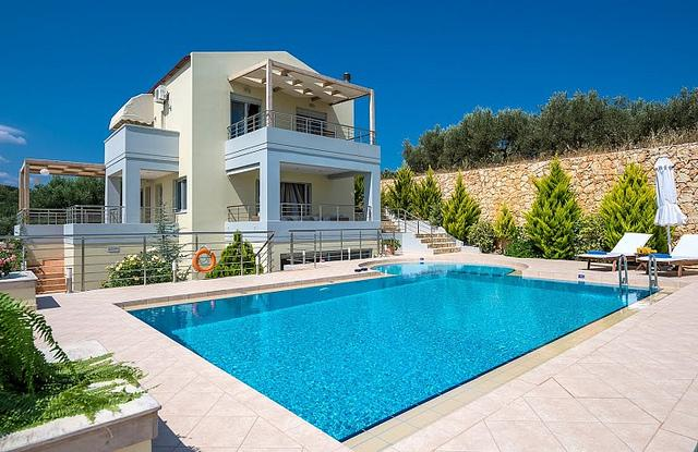 Athinas Seaview Villa, Gerani Chania, vacation rental in Chania Town