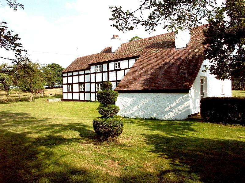 A perfect country setting with views to the Malvern hills