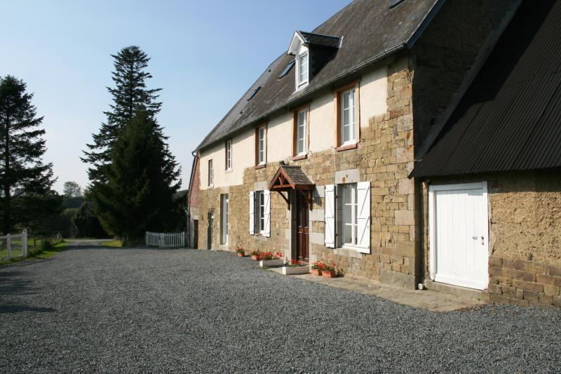La Maison Du Chene Beautiful, spacious and tastefully renovated manor house, holiday rental in Sainte-Cecile