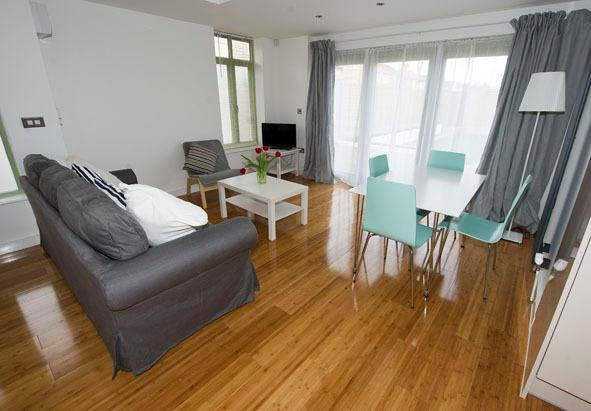Lovely new luxury Cambridge City Centre serviced garden apartment. Hotel living but better!