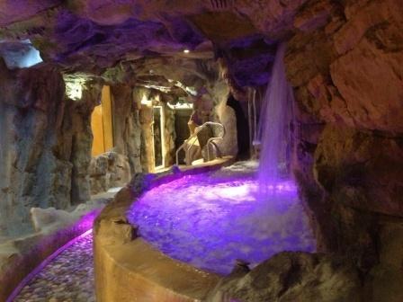 Le Grotte Saline Etrusche Spa con acqua alcalino sodio magnesiaca 32°, 34° e 38°